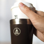 コンビニのコーヒーが冷めない!カップごと入れて保温できる真空マグ